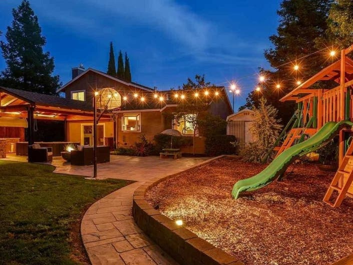Backyard Sanctuary Offers Spectacular Outdoor Living In ...